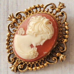 vintage Avon cameo locket brooch pin gold filigree